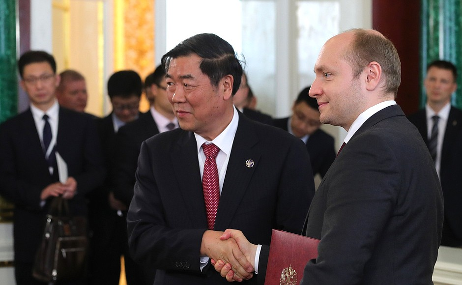 Russia And China Sign Agreement On International Transport Corridors